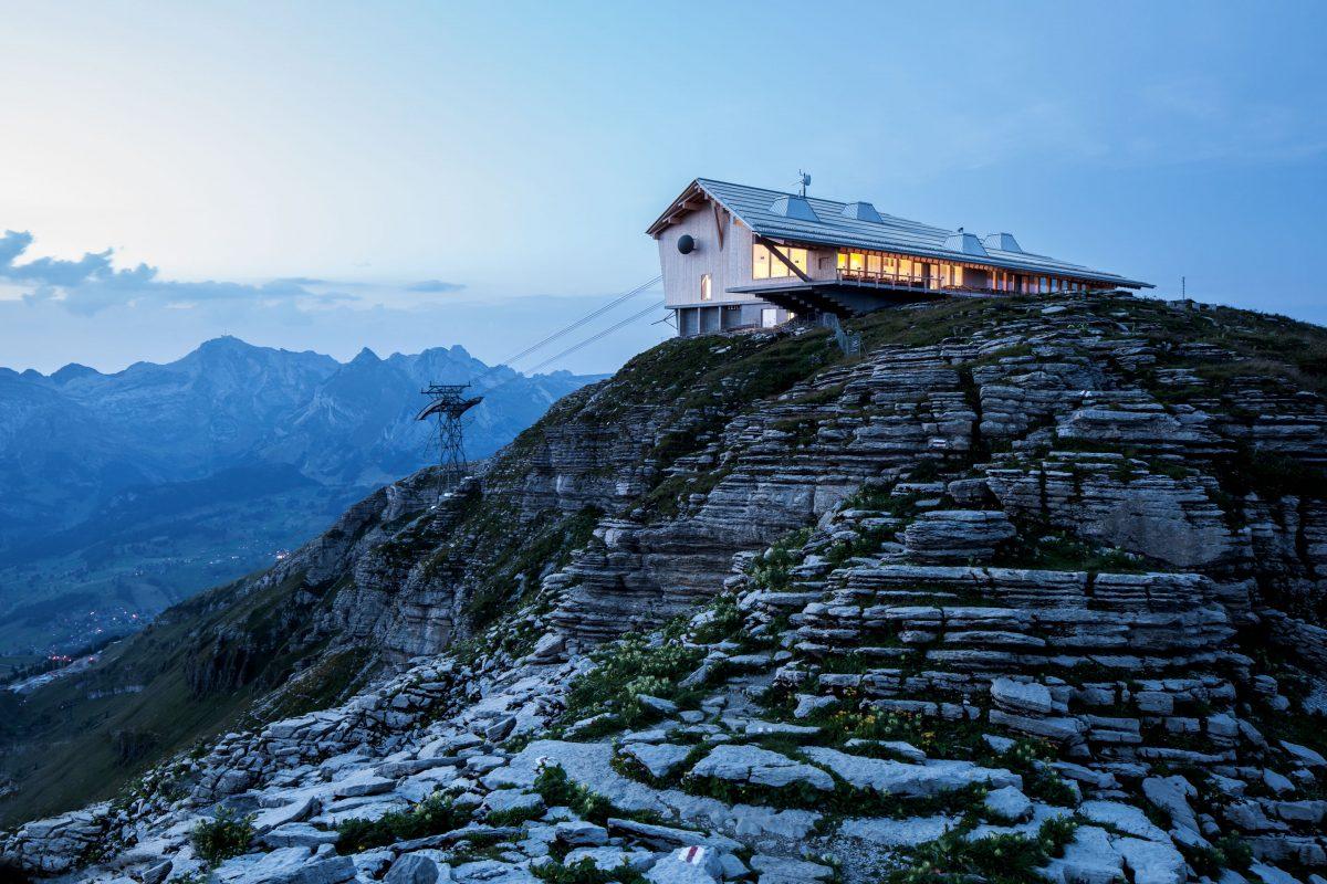 Chäserrugg-Bergstation mit Gipfelrestaurant von Herzog & de Meuron